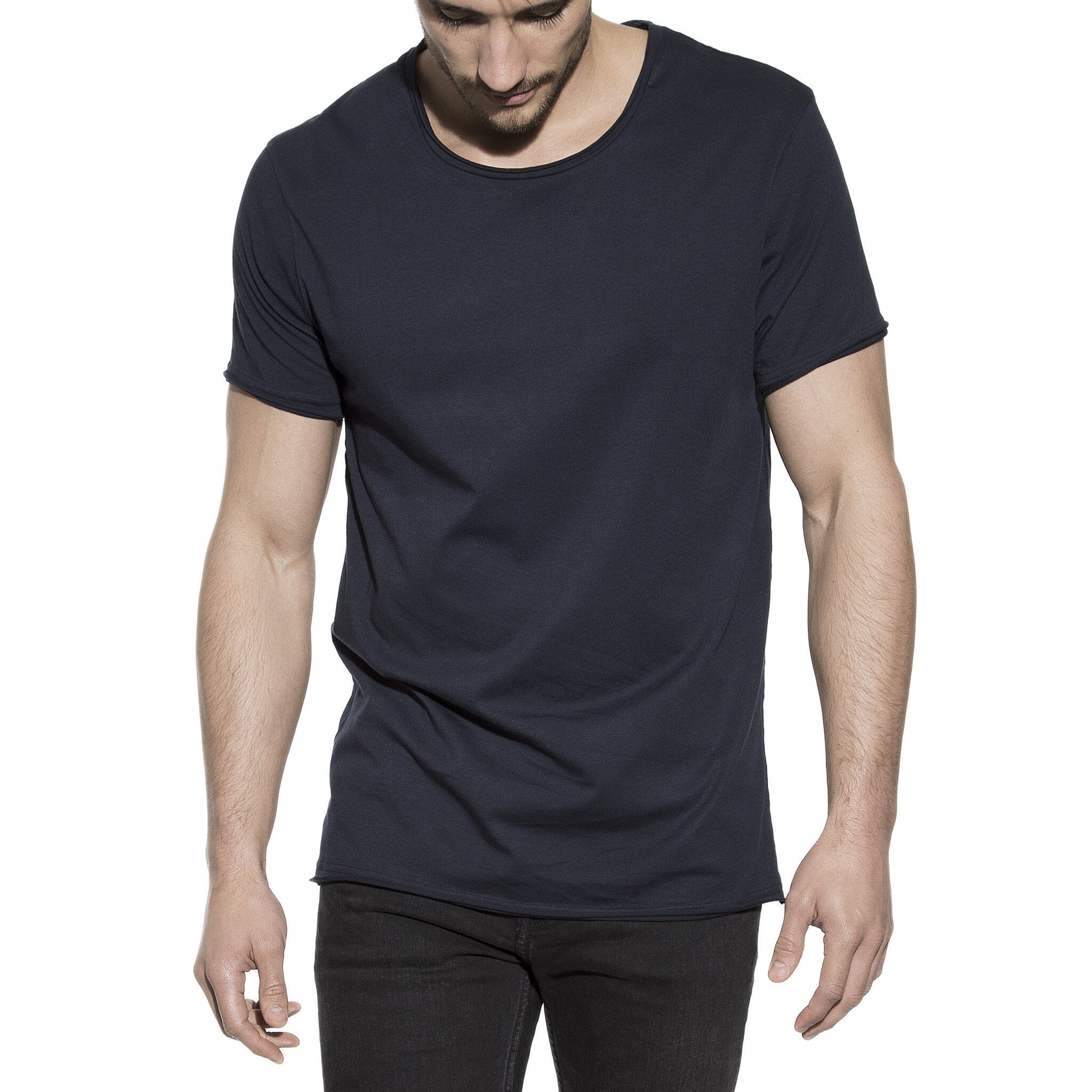 103204_Man_Crew-Neck_relaxed_dark-navy_1